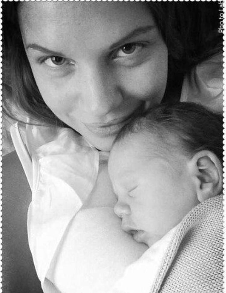 Екатерина любила выкладывать в соцсеть фото новорожденного сына