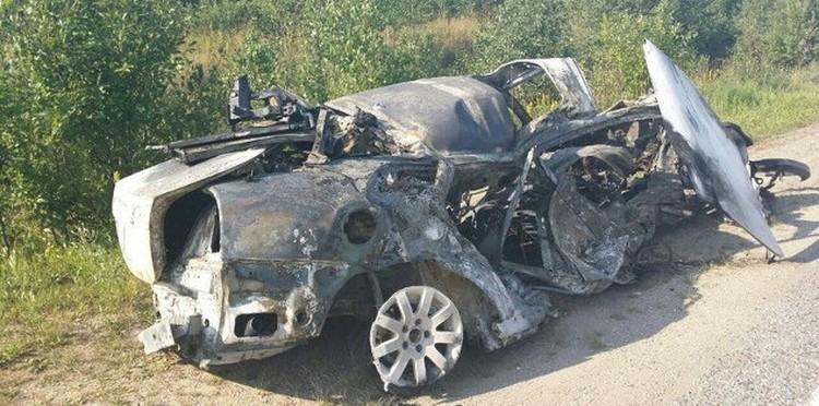 Авто Игоря полностью горело. Фото из архива Екатерины Беляшовой