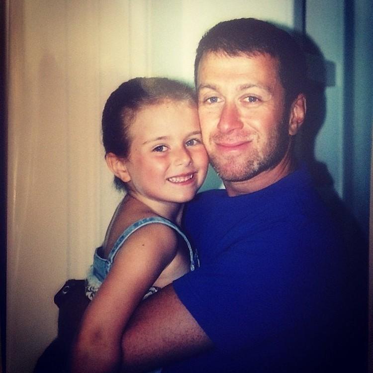 Наследницы Романа Аркадьевича скучают по тем временам, когда отец постоянно был рядом с ними. Фото: Instagram