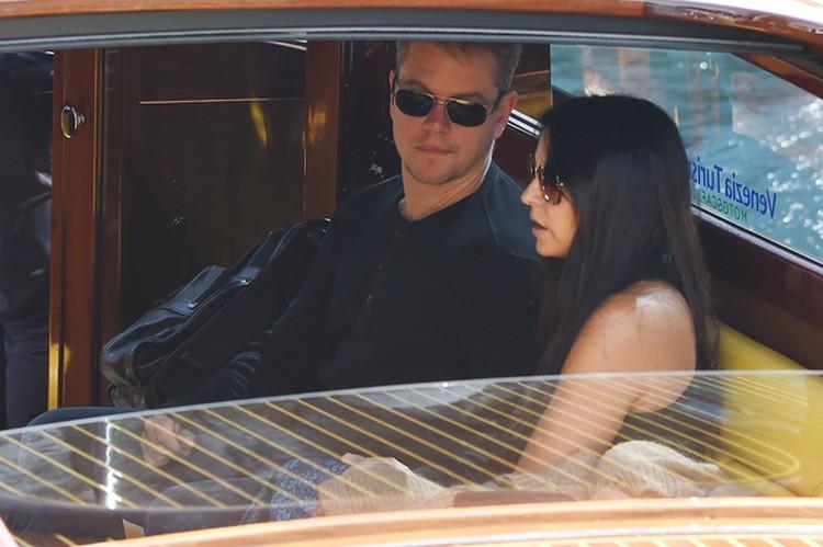 Голливудский актер Мэтт Деймон, который прилетел на торжество вместе с женой Лучаной Баррозо.