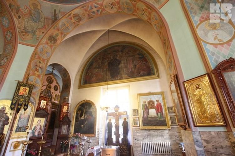 Издали мозаика авторства художника Думитрашко кажется картиной.