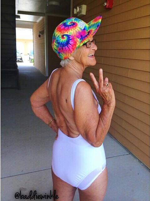 Пока некоторые 35-летние дамы ломают голову – а пристало ли им в их возрасте носить мини, или уже несолидно, - бабушка совершенно не задается этим вопросом.