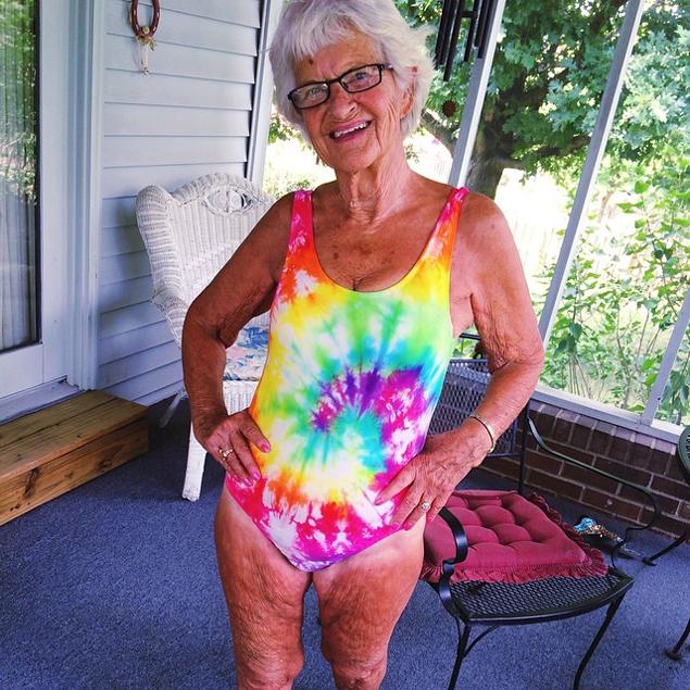 Каждый снимок модной бабушки становится настоящим хитом и моментально обрастает комментариями.