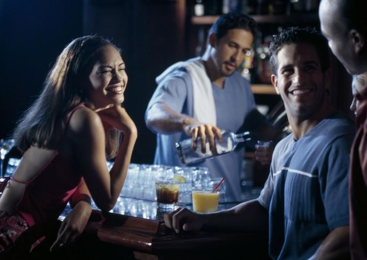 есть четыре «тревожных звоночка», сигнализирующих о том, что в эту пятницу лучше не ходить в бар