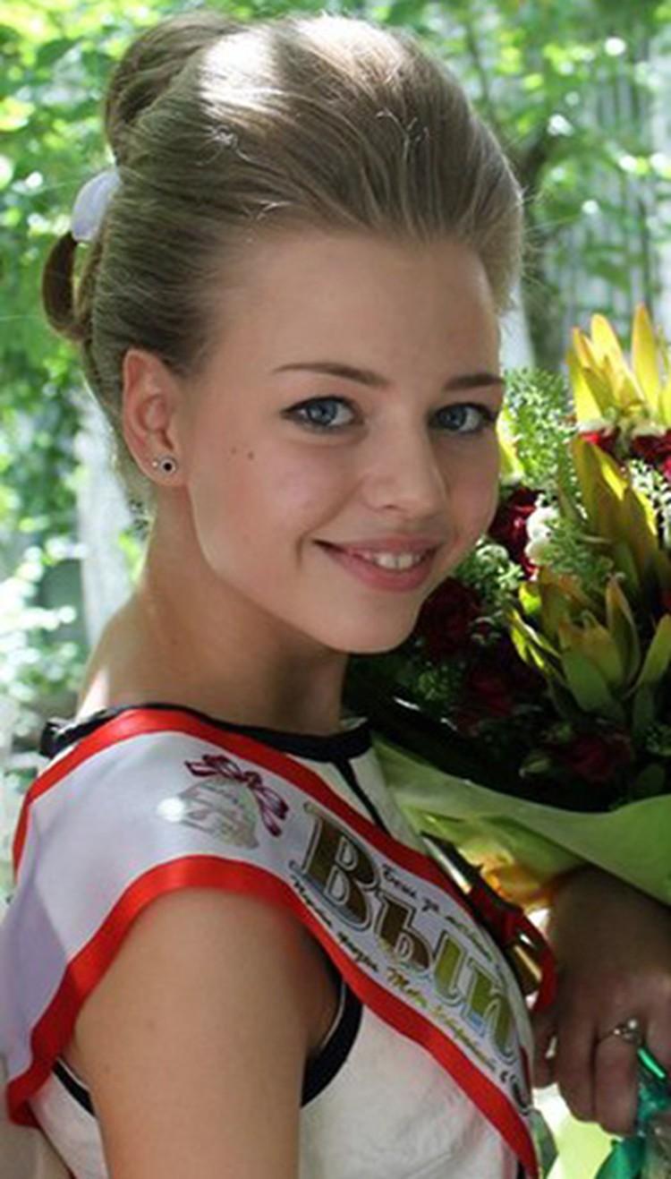 Если верить школьникам, обвинявшая когда-то Скальского в домогательствах девочка... Его нынешняя жена!