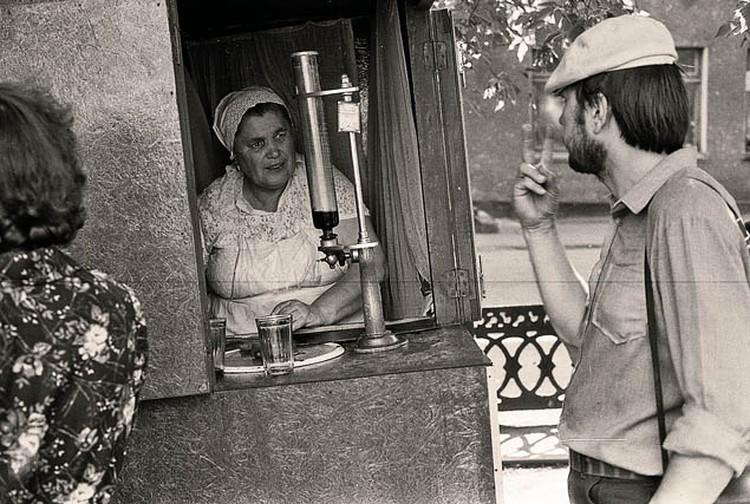 Многим жителям СССР пришлось перейти на квас и газировку. Фото: Владимир ВОРОБЬЕВ