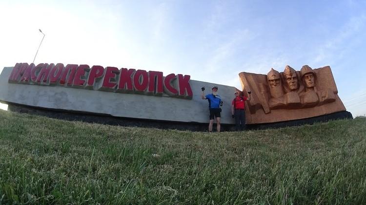 Гости с удовольствием фотографировались на фоне крымских достопримечательностей
