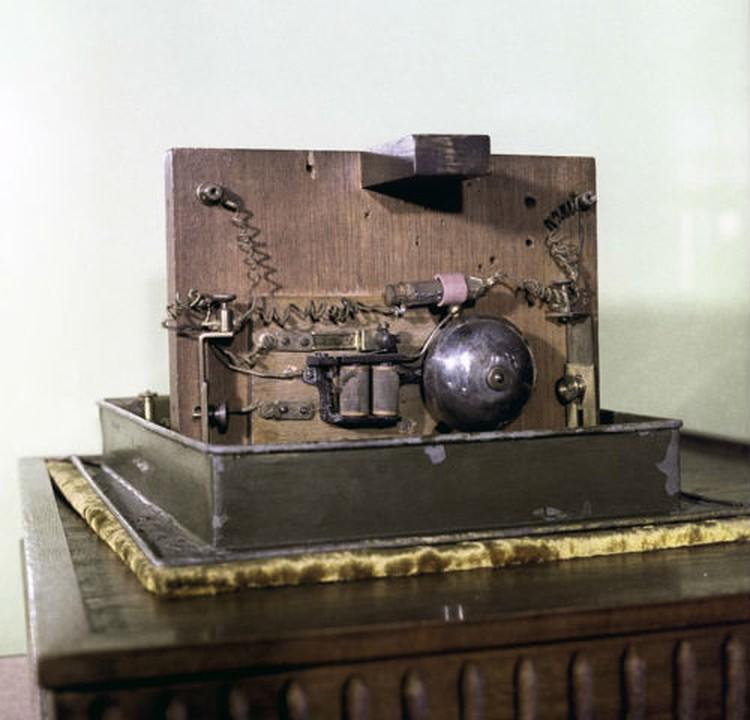 Так выглядел первый в мире радиоприемник.