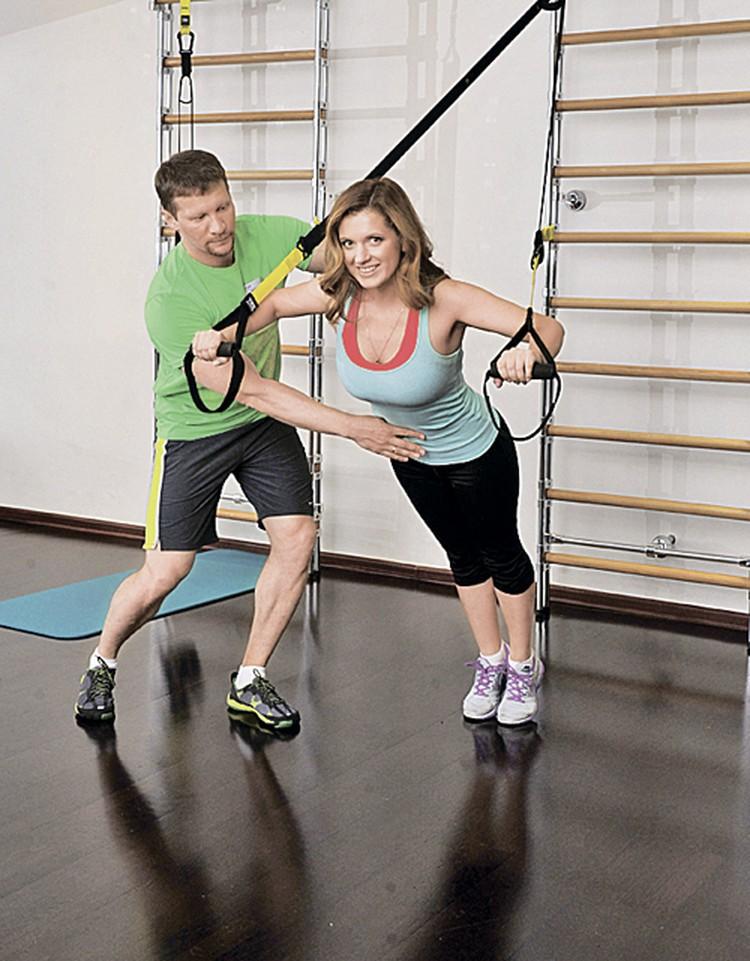 Актриса сериала «Деффчонки» Анастасия Денисова из всех упражнений в фитнесе полюбила  то, направлено на развитие грудного корсета.