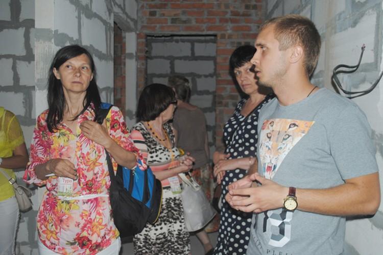 Все желающие смогли оценить планировки квартир в «Семейном», а также проконсультироваться со специалистами застройщика. Фото: Анна Мухтарова
