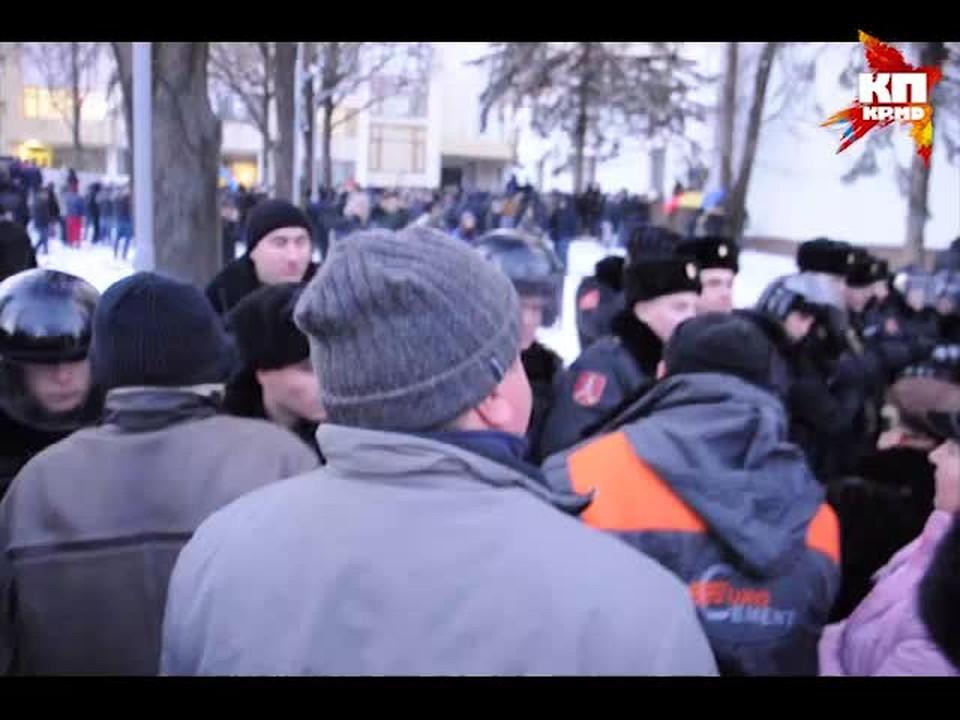 20 января. Кишинев. Протестующие у здания парламента Молдовы.