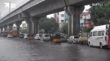 Циклон «Нивар» обрушился на Индию