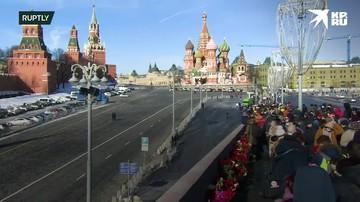 Москвичи возложили цветы к месту гибели Бориса Немцова
