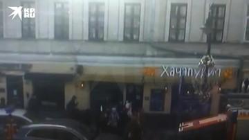 Пожар вспыхнул между перекрытиями здания на улице Пятницкая в Москве