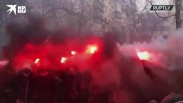 Националисты жгли файеры и взрывали петарды во время митинга в Киеве