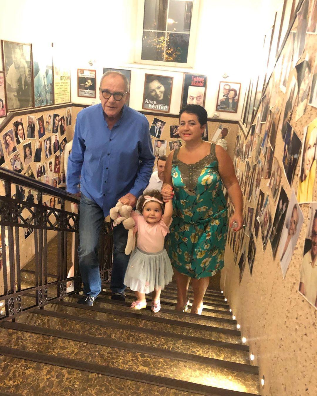 Эммануил Виторган с дочкой Этель и супругой Мариной Млодик
