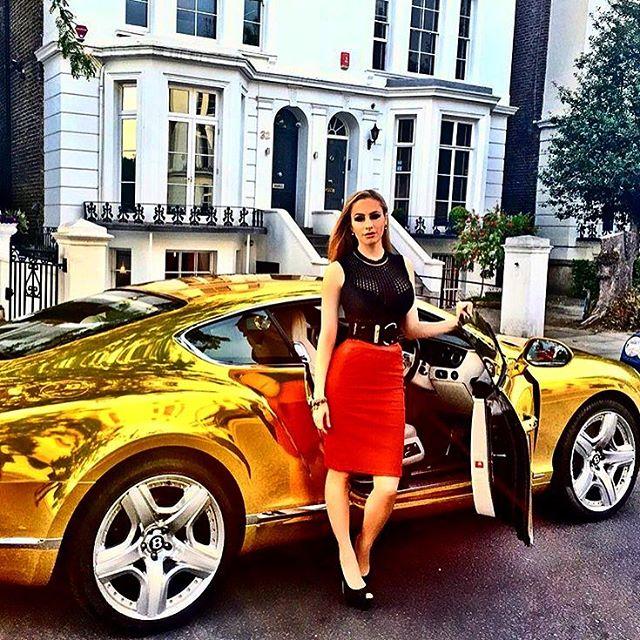 Пока ты копишь на первый взнос на свою кредитоповозку - by @galinagenis #RRK #RichRussianKids #bentley #continental #gold #london