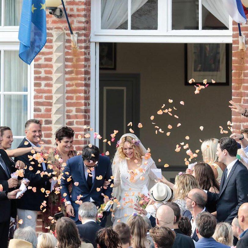Vanessa Paradis s est mari e avec Samuel Benchetrit pendant le match France-Argentine Saint-Sim on en Seine-et-Marne #france #wedding #mariage Une de @arnauddumontier / LP