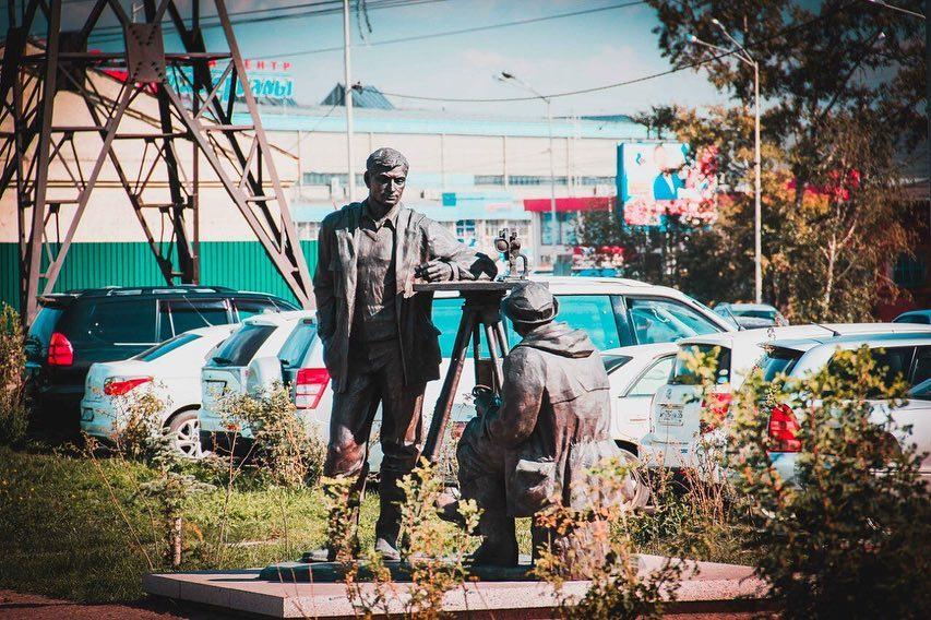 Памятник геодезистам в Иркутске появился восемь лет назад