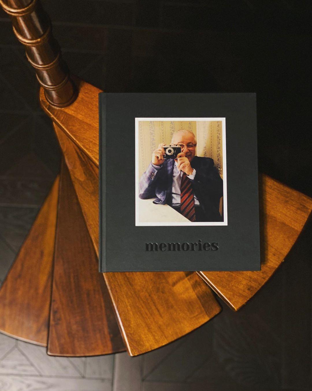 Не изменяю традиции радовать свою семью яркими книгами
