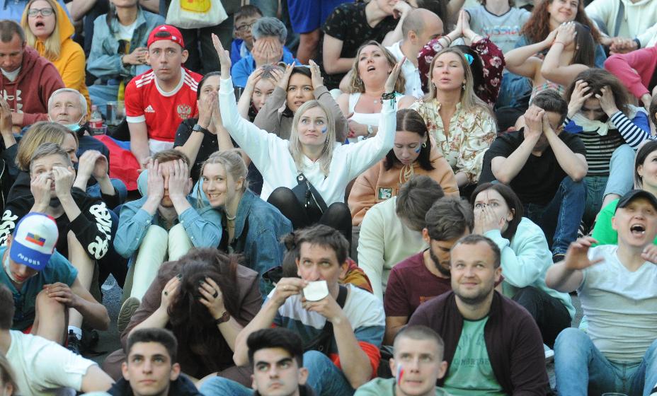 Впереди болельщикам предстоит переживать за результаты еще в двух играх. Фото: Юлия Пыхалова