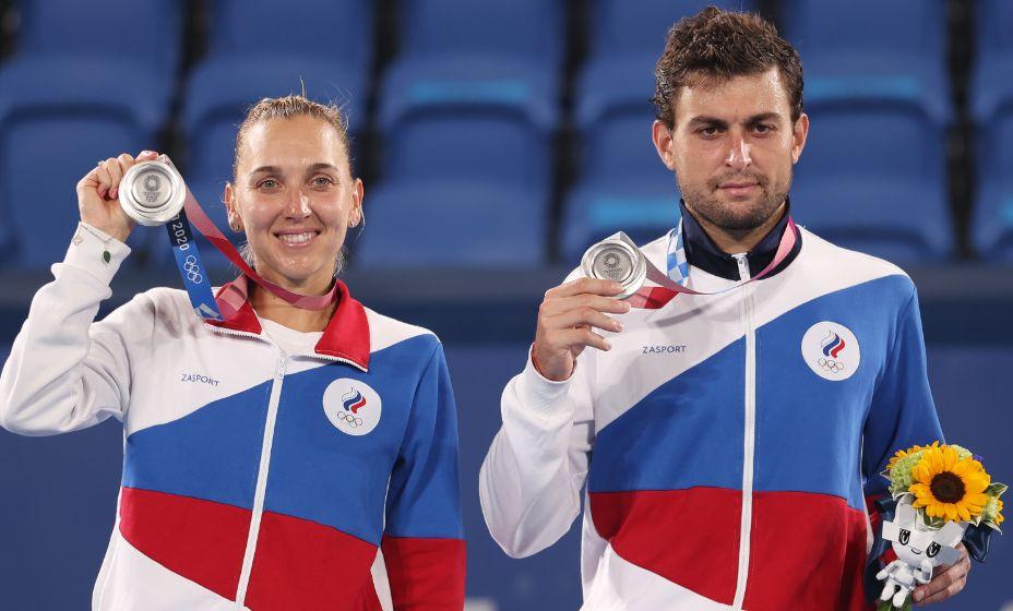 Теннисисты Елена Веснина и Аслан Карацев завоевали серебро Олимпиады-2020. Фото: Reuters