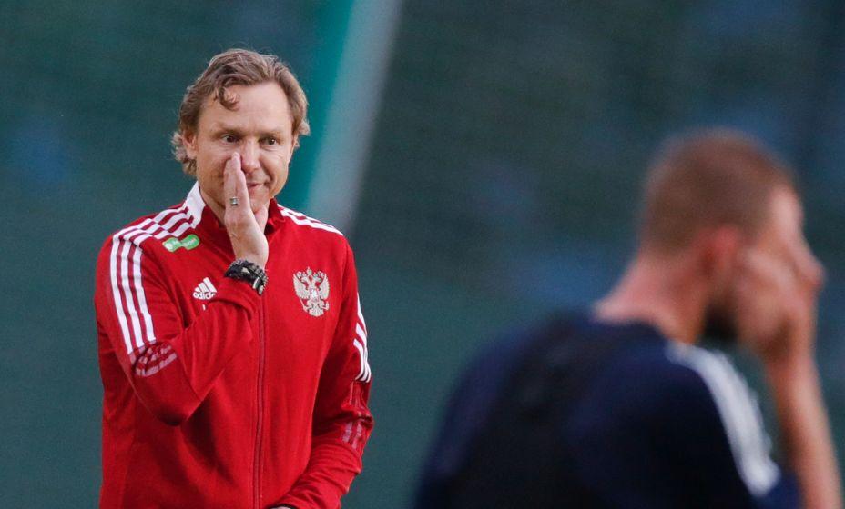 Валерий Карпин много может сказать футболистам и болельщикам. Фото: РФС
