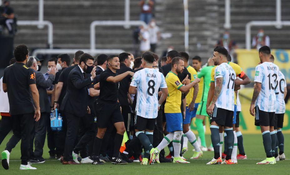 Полиция остановила матч отбора ЧМ-2022 Бразилия - Аргентина. Фото: Reuters