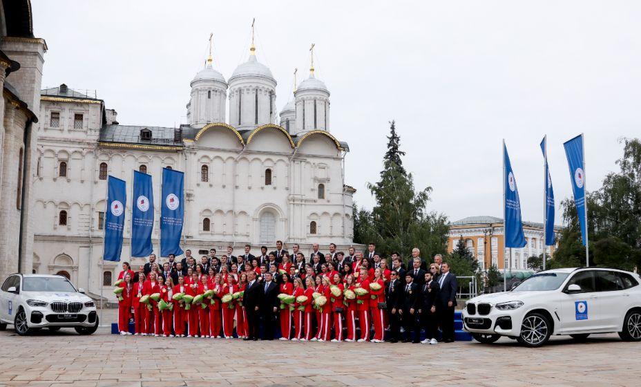 Олимпийцы получили отличные подарки - автомобили. Фото: ТАСС